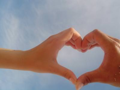 love, hands, sky, blue, cer, albastru, cald, hot, concept, heart, inima,