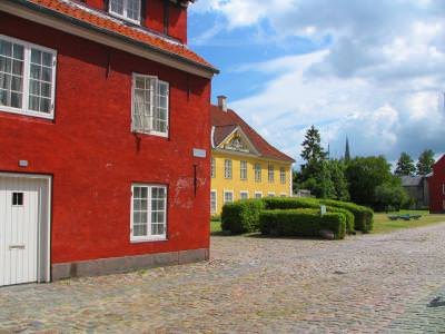 houses, colours, red, yellow, rural, street, windows, door, sky, clouds, case, culori, rosu, galben, strada, ferestre, usa, cer, nori