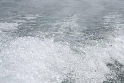 waves, valuri, lake, lac, apa, water, boat, barca, speed, viteza, splashes, wet, bubbles,