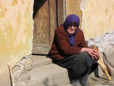 batrana, Oltenia, sat, rural, portret, femeie, old, ancient, steps, sitting