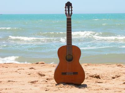 chitara, guitar, plaja, beach, sea, mare, water, apa, nisip, sand, sun, soare