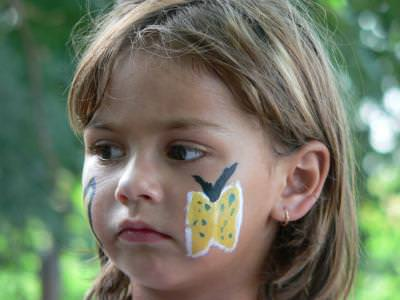 copii, copil, copila, fetita, mica, child, girl, little, paint, vopsea, acuarela, fluture, butterfly, blond, blonda
