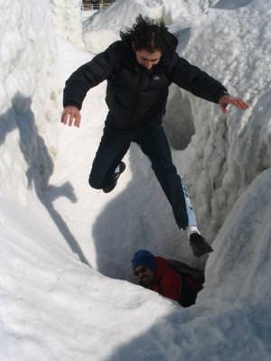jump, man, action, winter, ice, snow, rock, stanca, iarna, zapada, gheata, saritura, barbat, actiune,