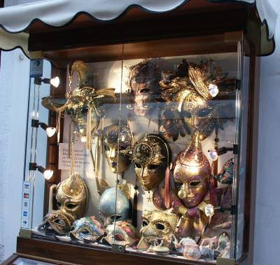 travel, venice, masks, carnival, glass, hide, excursie, venetia, masti, masca, carnaval, ascunde, vitrina