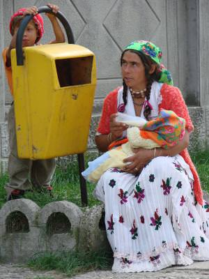 people, woman, gipsy, tiganca, feeding, baby, milk, trush, can, gunoi, poor, society, lamen,