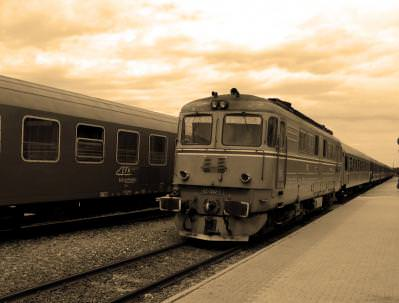 tren, locomotiva, cfr, vechi, retro, sepia, peron, ga, station, train, gara, destinatie, calatorie, vacanta, vechi, comunist, destination, trip, holiday, leaving, arriving, power, electricity,