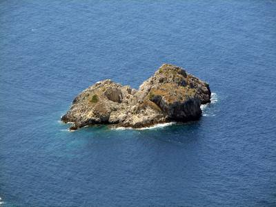 stanca,izolata, solitar, singuratate, ocean, apa, albastru, priveliste, peisaj, natura, valuri, briza, ocean, nature, solitary, rock, waves, water, isolated,