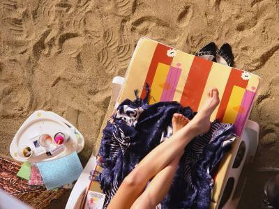 nisip, picioare, sezlong, relaxare, relax, beach, legs, woman, candid, relaxing, sun, bath, clothes,