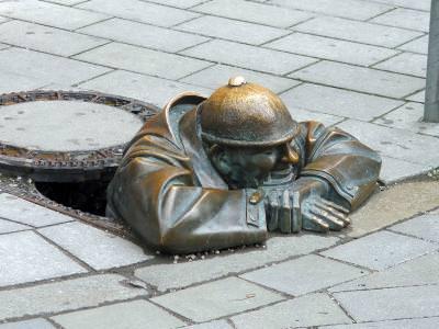 bratislava, statuie, bronz, canal, canalizare, simbol, istoric, istorie, sewer, man, iron, statue, symbol, history, bronze, pavement, bratislava, culture, statue, old, city, europe