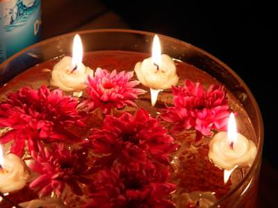 lumanari, flori, bol, sticla, caldura, dragoste, lumina, apa, water, flowers, candle, decoration, beauty, smell, glass, heat, love, concept, fire, burning, light