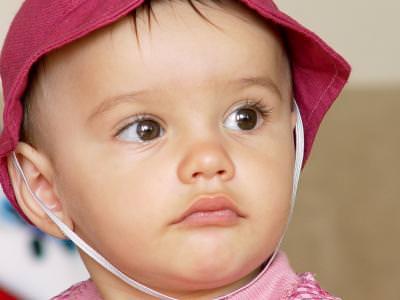 portret, fetita, copil, ganditor, visator, child, small, girl, looking, eyes, hard, life, boneta, upset,