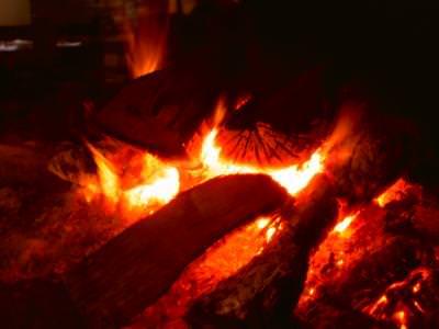 lemn, foc, jar, semineu, rosu, galben, portocaliu, caldura, cald, wood, fire, fireplace, yellow, orange, flames, heat, warmth, burning,