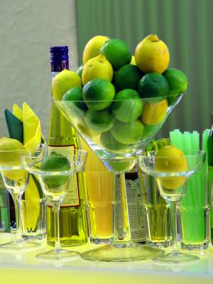 galben, verde, lamaie, pahar, bol, sticla, bautura, alcool, pai, servetele, yellow, beverage, drink, alcohol, glass, napkin, green, soft,