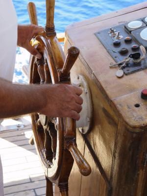 timona, lemn, corabie, barca, directie, carma, maini, vechi, old, man, captain, ship, navy, vnaval, old, boat, sailing, timona, wood, sea,