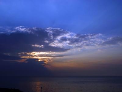 rasarit, marea-neagra, bulgaria, soare, nori, relaxare, cer, sky, clouds, relaxation, sun, black, sea, bulgaria, sunrise, low, key, reflection, water, dark, golden, fire