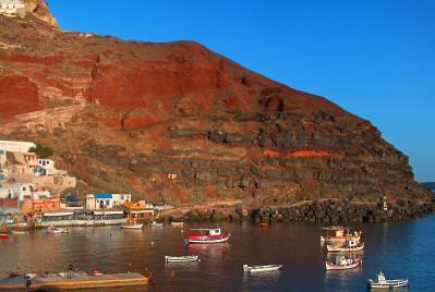 city, buildings, red, sea, view, rocks, island, mountain, port, boats, gulf,  cladire, cladiri, oras, barci, vedere, insula, munte, rosu, golf