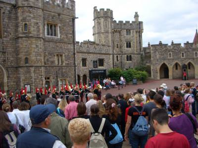 england, soldiers, castle, castel, crowd, multime, fanfara, military, militarm parada, parade, cer, blue, sky, albastru