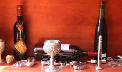 dreco, desfacator, sticla, glass, bottle, pahar, pahare, glass, glasses, wine, somelier, table, restaurant, masa, degusta, vin, drink, waiting, asteptare, concept, table, restaurant, dinning, bottle opener,