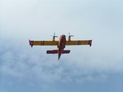 fire, fighting, plane, avion, aircraft, aparatdezbor, flight, cer, blue, sky, albastru, wings, aripi, portanta, lift, glide, planor, plana