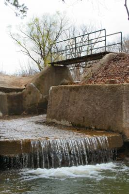 water, spillway, dam, reservoir, spring, outdoors, outside, park, bridge, walkway, waterfall, Pennsylvania, pod, water, running,