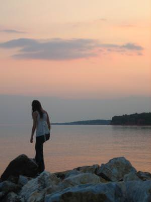 sunset, sea, girl, water, rocks, horizon, line, soare, apus, fata, apa, pietre, orizont, linie