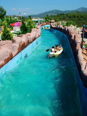 barci pe canalele unei piscine, canoe, water, apa, channel, children, copii