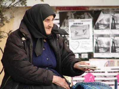 old, woman, sunflower, seeds, Cluj, batrana, people, oameni