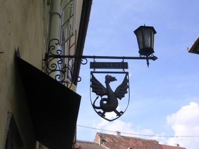 city, architecture, old, style, oras vechi, oras, cladiri, lumina, sky, cer albastru, blue, house, casa, sign, semn, blazon, blaze