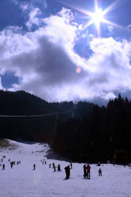 poiana, brasov, sky, resort, snowboard, winter, games, nature, hotels, slopes, snow, sun, soare, sky, cer, blu, mountains, cold, frig, games, fun, holiday,   vacantion, vacanta, villa, resort, spa, travel, fun, people, many, crowd, speed, slide, tracktor, pull, snowmobile,