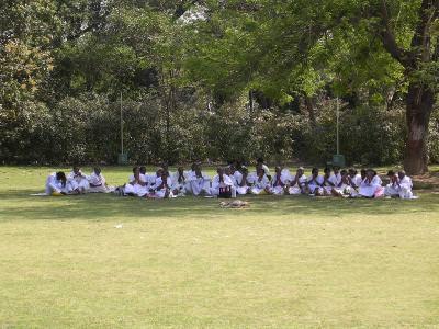 view, praying, rugaciune, crowd, mujltime, sitting, umbra, stat