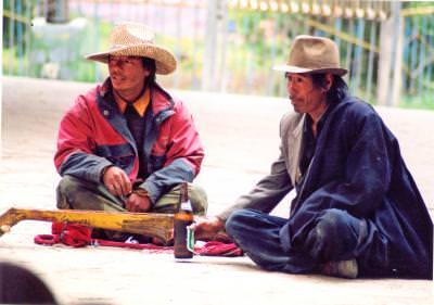 tibetans, men, drinking, barbati, bautura, stical, sitting