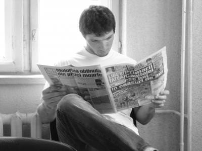 man, paper, magazine, journal, reading, citit, ziar, black, white, alb, negru
