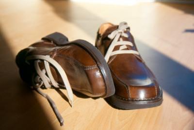 pantofi, shoes, man, shoes, barbat, laying, sireturi, laces, tie, legaturi, incaltari, incaltaminte, feet, picioare, foot, wear,