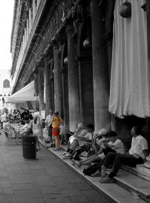 B&W, colors, shades, umbre, people, crowd, multime, temple, stairs, steps, columns, urban, city, construction, constructie, wainting, daylight, day, lumina, light,