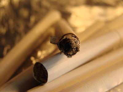 cigarette, cigare, lighter, shinny, shiny, silver, idea, issue, metaphor, tutun, smoke, no, black, white, cancer, desease.pain, adictive, adiction,