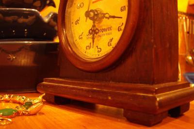 objects, macro, closeup, room, warm, colors, kitchen, eat, food, decoration, vase, jewlery, gold, lace, lant, watch, profile, ceas, time, hour, minutes, minute, timp, passing, clock, watch, profile, ceas, time, hour, minutes, minute, timp, passing, clock, wrist, clock, alarm, bell, watch, timepiece, ceas, desteptator, clopot,
